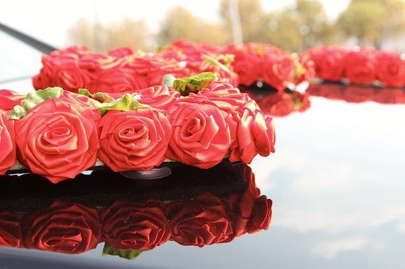 Надпись LOVE из роз